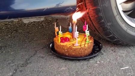 减压实验:汽车vs蛋糕 外国牛人碾压各种东西解压 勿模仿
