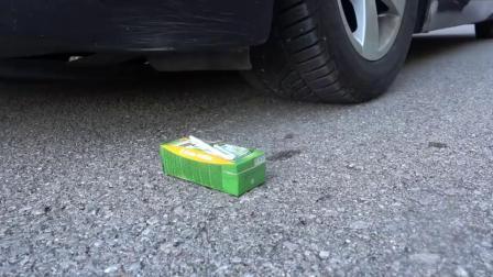 牛人开车碾压果汁卫生纸,太过瘾了,真减压啊!