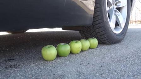 牛人开车碾压橘子尖叫鸡,实在是太减压了,挺过瘾的!