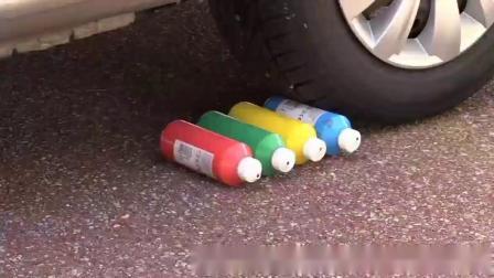牛人把三明治彩虹糖放到车轮下,油门一踩,强迫症表示很过瘾!