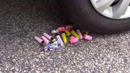 牛人把蛋糕紫色电话放到车轮下,挺过瘾的,请勿轻易模仿!