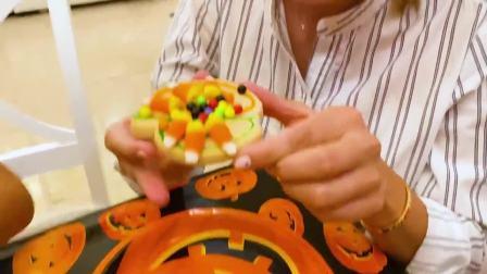 萌娃小可爱们在饼干上画画,当做万圣节的礼物,真是美味!