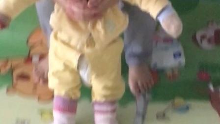 【桃桃的日常】8个月神兽开始模仿人走路真是可喜可贺