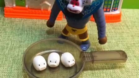 蝎子精抓了三只小猪,还想要把他们吃掉