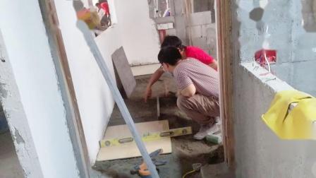 广州大工地精装修培训_瓦工培训_泥水工培训_乔师傅教你几天掌握贴瓷砖不空鼓,做到2.4米100%垂直的教学方法 (25)