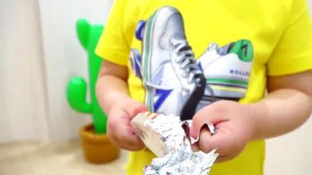 萌娃小可爱体验生活开店卖起了冰淇淋萌娃冰淇淋的包装袋要扔到垃圾箱哟mp4