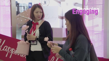 香港国际机场广告参考:Lancôme离港中央大堂节日装置展示区