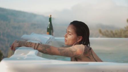 [杨晃]美国R&B创作女歌手Kehlani全新单曲Open Passionate