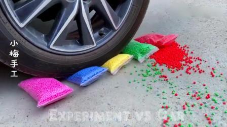 趣味实验:牛人驾驶小汽车碾压小鱼玩具,请勿盲目模仿哦