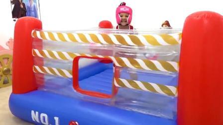 萌娃小可爱在拳击台上成功的战胜了一名对手,小家伙真是棒棒哒!—萌娃:有请下一位挑战者