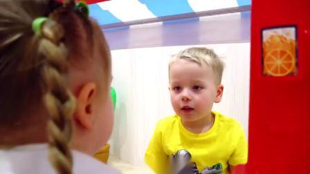 萌娃小可爱的冰淇淋店开始营业了,小家伙真是勤劳能干呢!