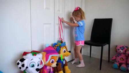 萌娃小可爱给玩具宝宝准备了一张漂亮的小床,萌娃:小家伙该睡午觉了哟!