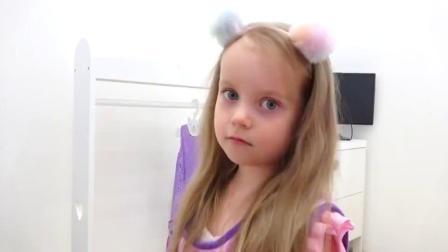 萌娃小可爱给顾客设计的这个发型可真漂亮呀!萌娃:我觉得这个发型很适合你呢!