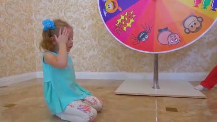 萌娃小可爱们玩的这个转盘游戏可真是有趣呢萌娃宝宝抽中了火箭要去遨游太空啦