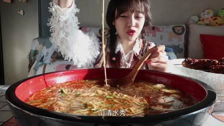 【大胃mini的Vlog】6碗鸡西冷面配小烧烤 夏天神仙搭配 盆是不赖了!
