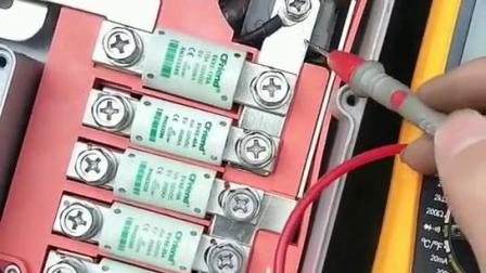 吉利知豆新能源纯电动汽车高压配电箱讲解,锤子汽修培训学院
