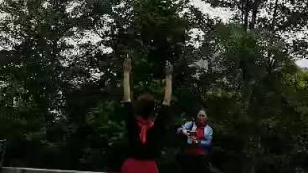 飞扬快乐舞蹈队龚珊珊《那一天》背面(1589601798470)