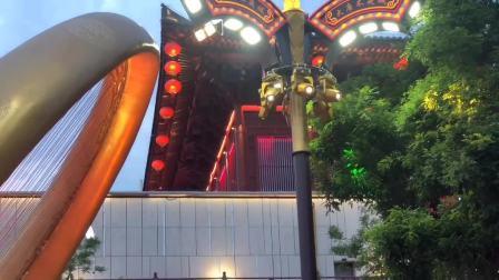 到西安大唐不夜城游玩,很多演出活动节目,比王府井还热闹