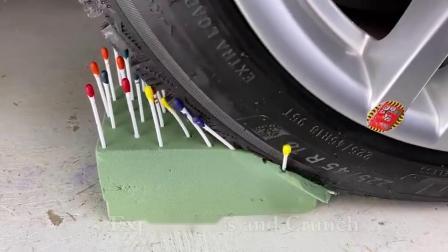 减压实验:牛人把减压球、玩具、存钱罐放在车轮下,好减压,勿模仿