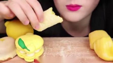 小可爱直播吃:果冻、柠檬蛋糕、麻薯, 发出咀嚼声