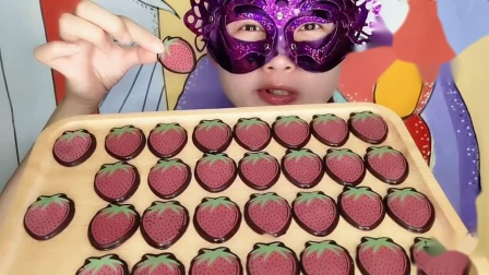 """妹子吃""""草莓巧克力""""创意甜点香甜丝滑,漂亮又美味"""