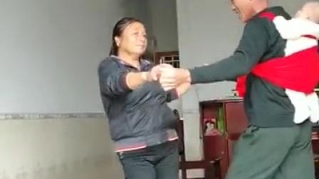 男女歺分解见编舞zhanghongaaa此演示由民间男女对跳 摄像文章