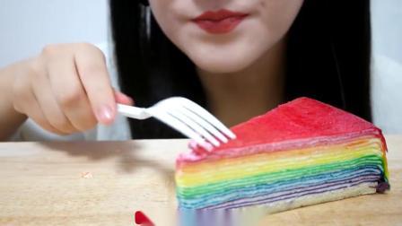 小可爱直播吃果冻、彩虹千层蛋糕,真是太漂亮了