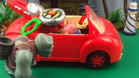大鱼让乔治在车里坐着,怪兽来了就打,大鱼给乔治拿来吃的