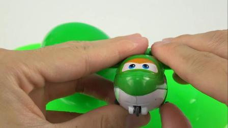 《橙子乐园在日本》绿色的果冻泥吧小飞侠给粘住了