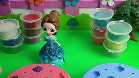 贝儿要给白雪做蛋糕,贝儿做了漂亮的生日蛋糕和薯条!