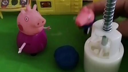猪奶奶给乔治做了手工,乔治要给奶奶做月饼,乔治做的月饼好看吗?