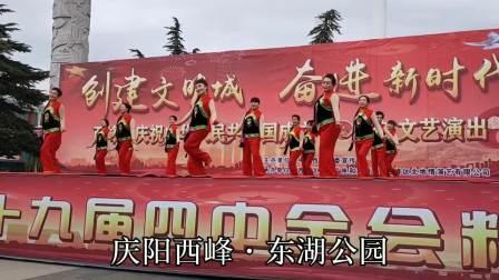漫步甘肃庆阳市西峰东湖公园真热闹,《绣金匾》舞蹈真耐看