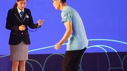 30秒100次双摇跳,中国小伙刷新吉尼斯世界纪录,这样的#跳绳 有震撼到你吗?