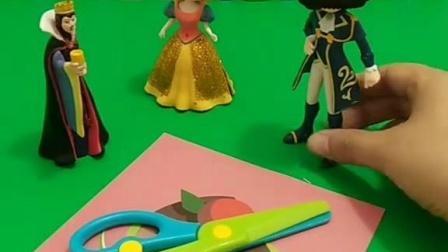 王子想要保护白雪,只要他把蛋糕图片剪下来就可以,这能成功吗?
