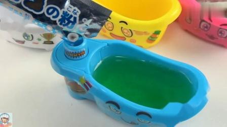 《玩具益趣园》向浴缸里倒入绿色的苏打粉末!