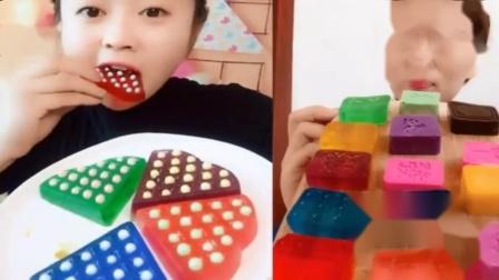 小姐姐直播吃:彩色披萨果冻、果冻雪糕,各种口味任意选,是我向往的生活