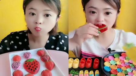 小姐姐直播吃:草莓果冻和西瓜果冻,各种口味任选,你喜欢吃哪个呢