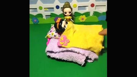 贝尔公主有一个家具,还有个毯子,给白雪公主装饰了一番