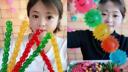 小姐姐直播吃果冻糖葫芦、果冻太阳花,看着就想吃