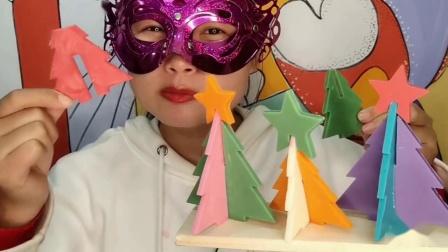 """馋嘴儿小姐姐吃手工""""圣诞树积木巧克力""""缤纷薄脆拼搭成型,香甜滑脆"""