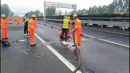 聚氨酯喷涂机一台多少钱  液压5600高速公路路面填缝灌注 济南九旭机械设备有限公司