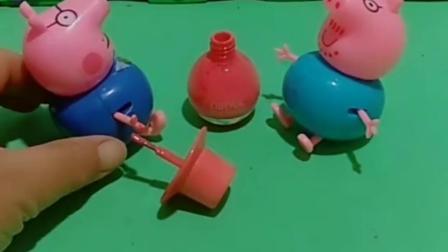 猪爸爸在涂指甲油猪大伯也想涂他们两个真臭美