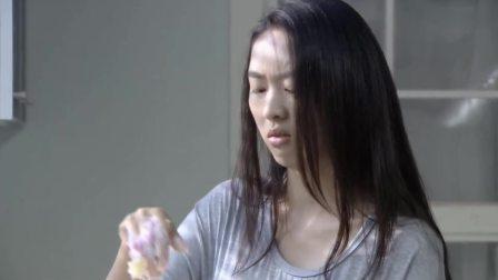 新闺蜜时代:童瑶挖蛋糕找求婚戒指,哪料转眼戒指戴在别人手上
