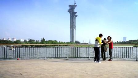 屌丝男士:路人让大鹏帮忙拍照,拍着拍着人不见了