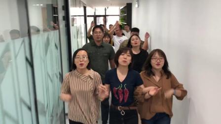 天润共唱一首歌《我们都是追梦人》