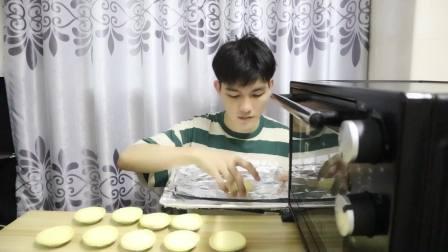 小伙在家自制美味蛋挞,一次性吃到爽,新手也能轻松搞定!