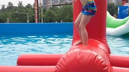李汶骏(2020.6.14)在马鞍奥特斯广场游泳
