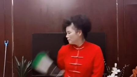 徐勤兰示范舞剑花