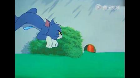 《猫和老鼠》杰瑞在汤姆脚上绑了两个喇叭,吵醒了狗爸爸