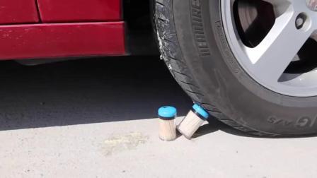 牛人驾驶小汽车碾压橄榄球,请勿轻易模仿!